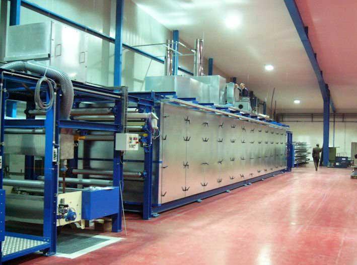 Durchlauftrockner in Etagenbauweise, zwei separate Temperaturzonen, quer belüfteter Trocknungskanal